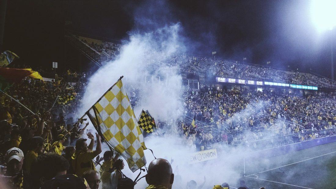 proteger oidos en un partido de futbol